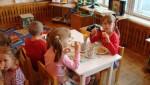 Дети за полдником